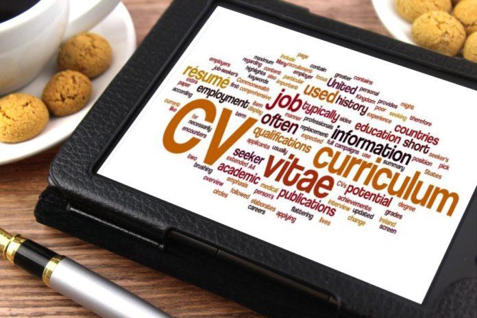 Jak napisać swoje pierwsze CV?