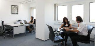 Jak uniknąć bólu pleców w pracy siedzącej?